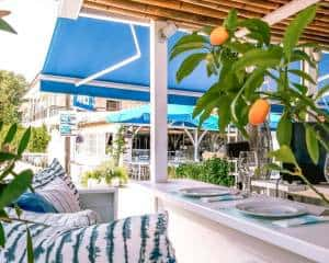 Aristos Restaurant - table