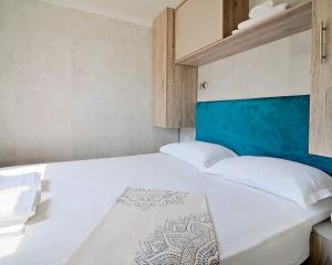 Armenistis Beach House bed