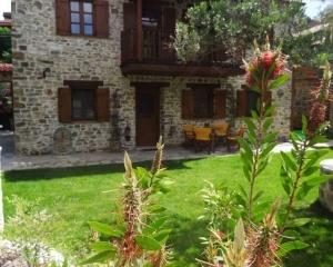 Nikitis Luxury Family Villa - exterior garden