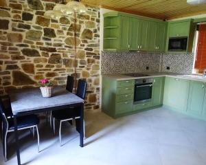 Nikitis Luxury Family Villa - kitchen