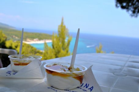 Yoghurt with Honey (Giaourti me meli)
