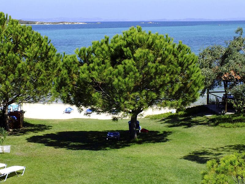 4-elies-vorvourou-garden-beach-exterior
